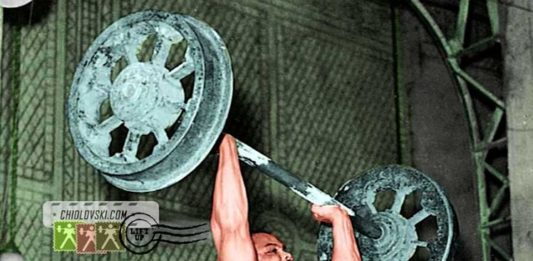 John Davis (USA) Lifts the Original Apollon Wheels (1949)